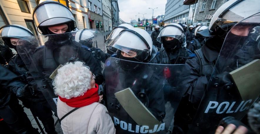 """Policja komentuje interwencję u Obywateli RP: Nie padło """"siadaj k****o"""""""