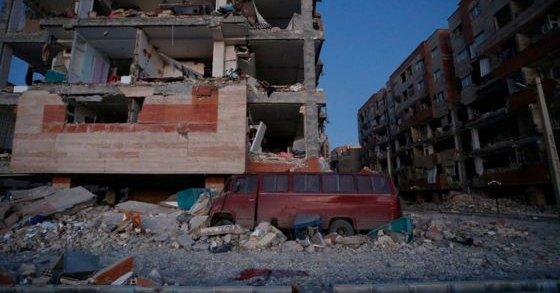 Iran, Irak po trzęsieniu ziemi: Płaczą, przeklinają i czekają na pomoc