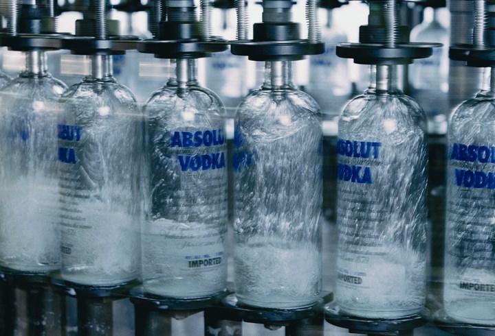 """Wódka będzie droższa o 2-3 zł, także piwo i """"fajki"""" w górę"""