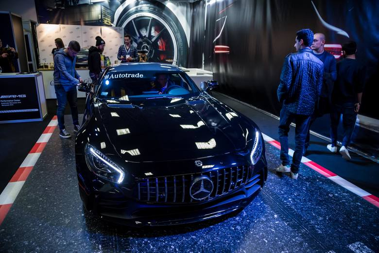 Światowe koncerny stawiają na pojazdy elektryczne