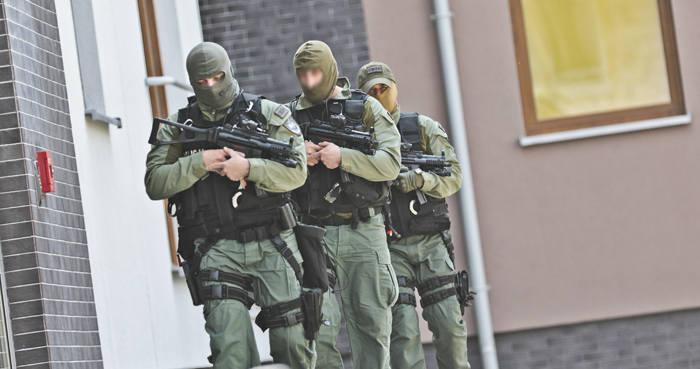 Nalot policji na sekskorporację. Antyterroryści z Gorzowa w akcji. Weszli do agencji towarzyskich