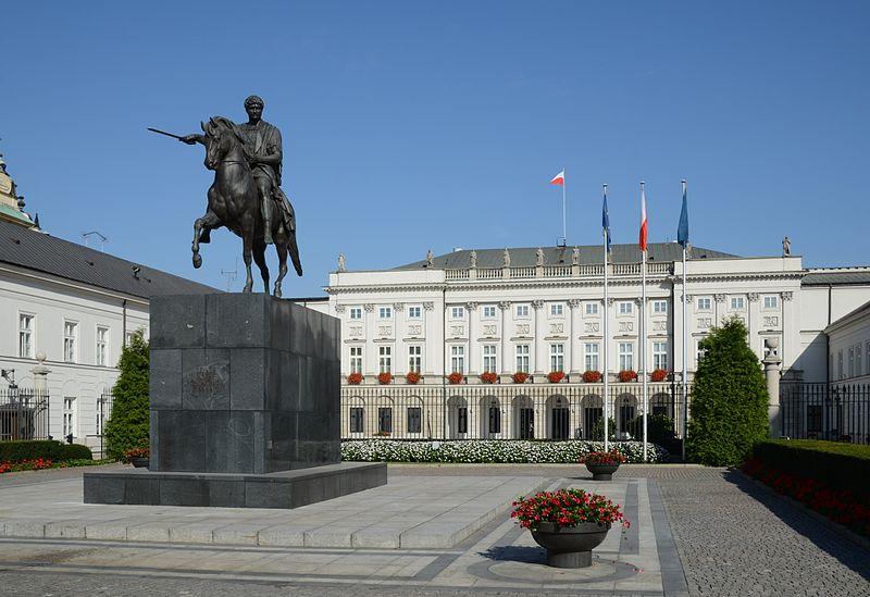 Warszawa: kierowca wjechał w zaporę pod Pałacem Prezydenckim