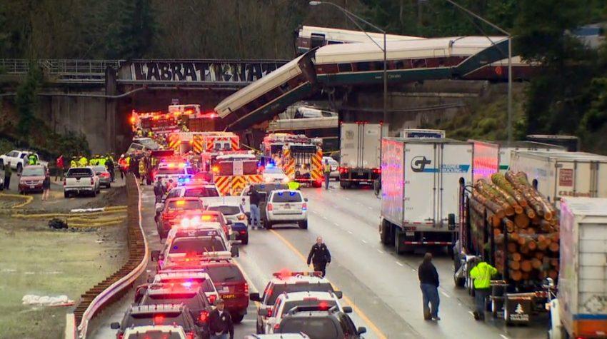 Konduktor i pasażerka pozywają Amtrak po wykolejeniu pociągu