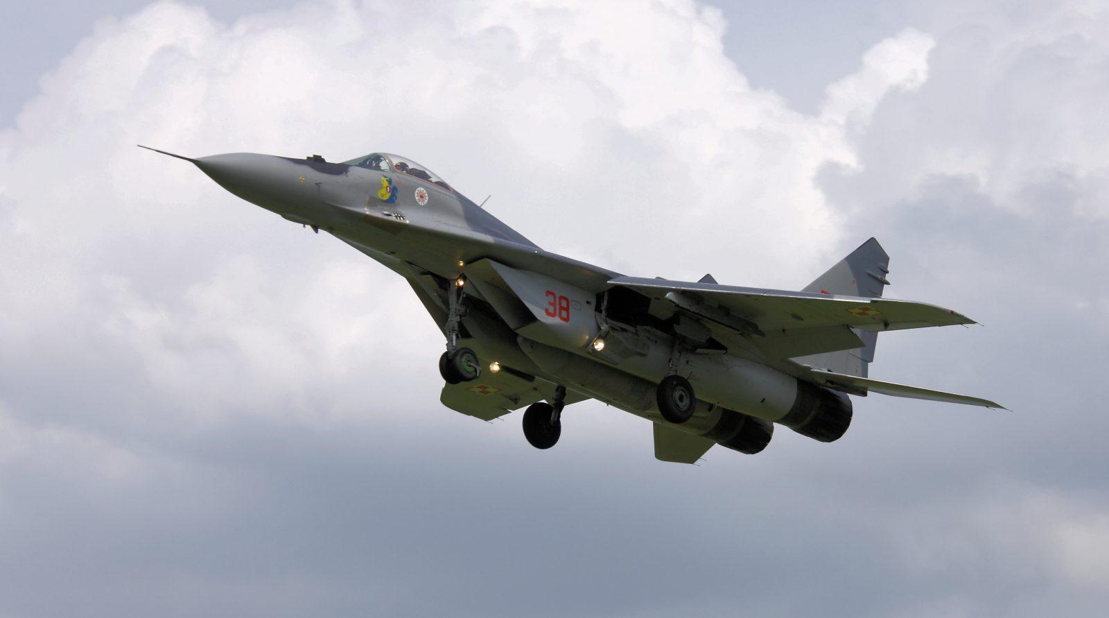 """Konferencja szefa MON po katastrofie MiG-a 29. """"Wstrzymane zostały loty z użyciem tego typu samolotu"""""""
