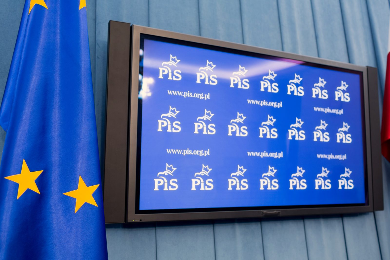 CBOS: Utrzymuje się układ sił na polskiej scenie politycznej