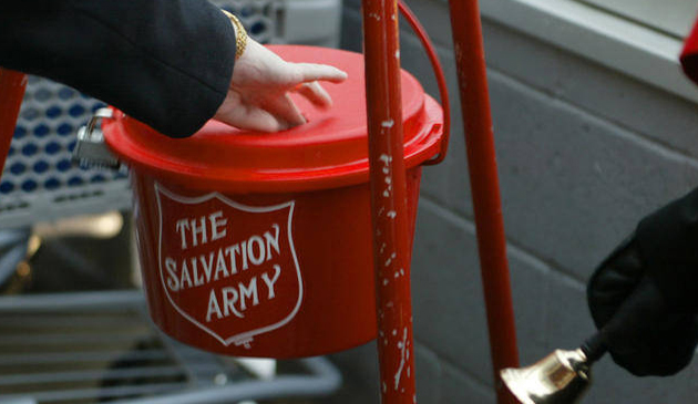 Złote monety w puszkach Salvation Army