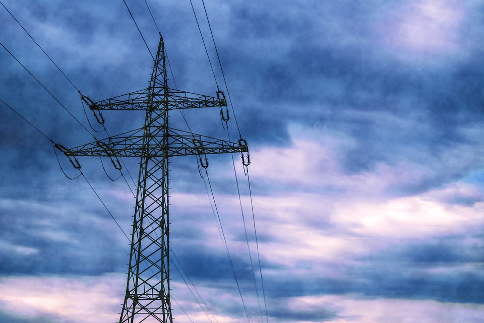 Skutki nawałnic: 3 tys. odbiorców bez prądu