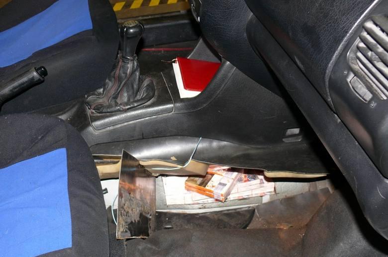 Podlaskie: Nielegalne papierosy na przejściu granicznym w Kuźnicy. Towar przemycali w czterech autach (zdjęcia)