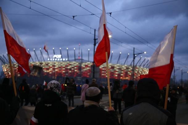 Warszawa: Policja poszukuje sześciu uczestników Marszu Niepodległości za propagowanie faszyzmu i nawoływanie do nienawiści