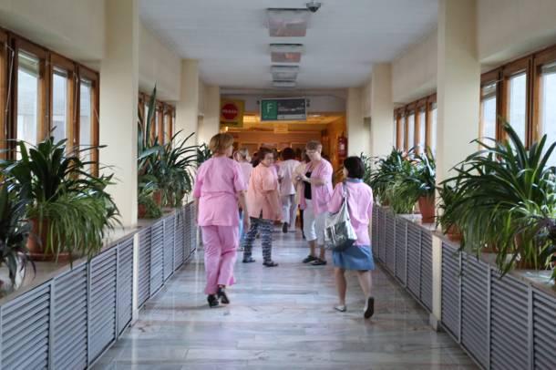 Pijana pielęgniarka na oddziale noworodkowym szpitala w Nysie. Miała w organizmie 2 promile alkoholu