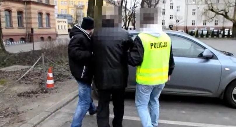 """Białystok: Romowie wyłudzili 100 tys. zł metodą """"na kuferek"""""""