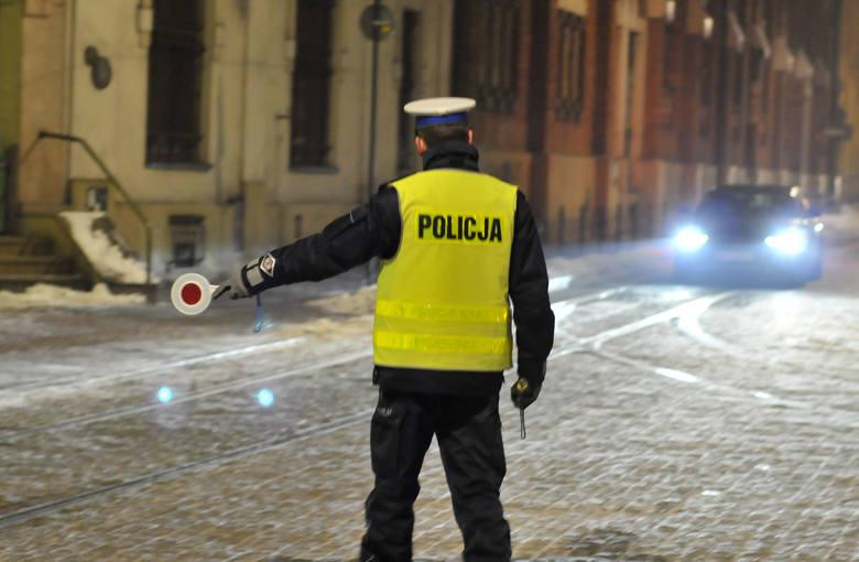 Na drogach większy ruch i wzmożone kontrole policji