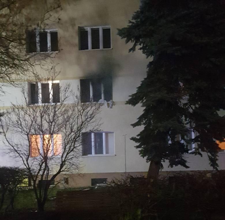 Tragiczny pożar przy ul. Grudziądzkiej w Toruniu. Strażacy znaleźli ciało mężczyzny