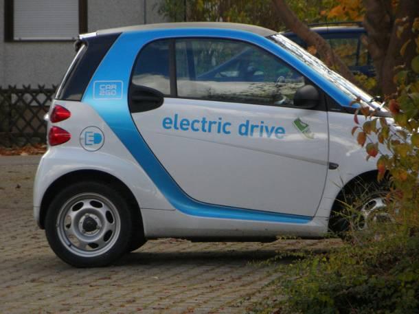 ZASKOCZENIE! Z Paryża znikną wypożyczalnie samochodów elektrycznych