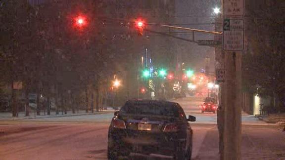 Poniedziałkowe opady śniegu powodem utrudnień na drogach