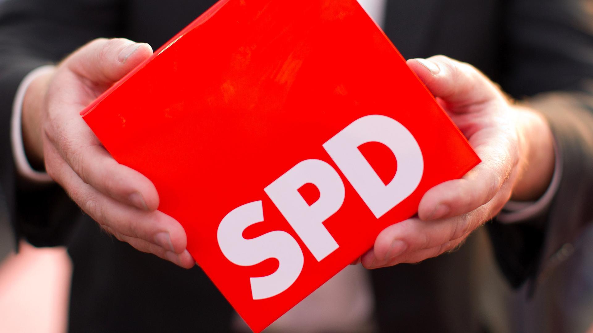 Niemcy: Początek rozmów koalicyjnych niepewny; rośnie bunt lokalnych członków SPD