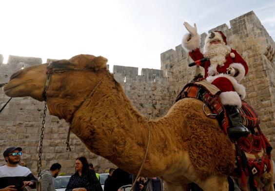 Jerozolima: Święty Mikołaj na… wielbłądzie