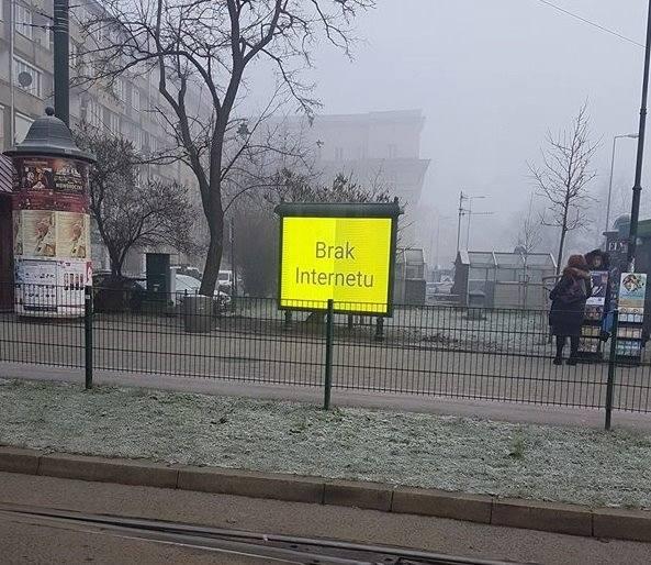 Kraków. Testują tablice smogowe, ale brakło internetu