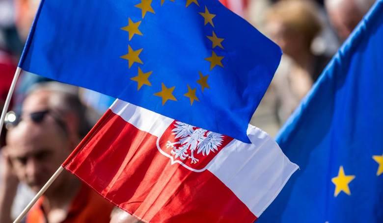 """15. rocznica przystąpienia Polski do Unii Europejskiej . """"Wróciliśmy tam, gdzie od wieków było nasze miejsce"""""""