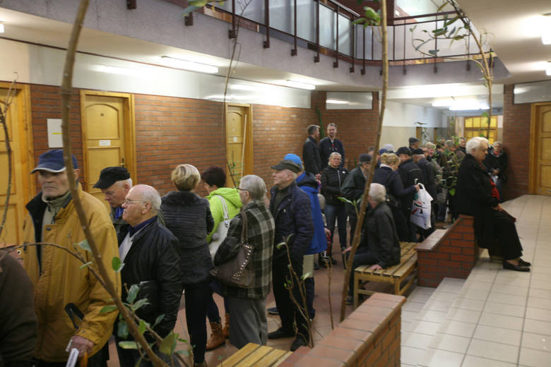 Deputat węglowy: emeryci i wdowy górnicze wciąż czekają na wypłaty. Ministerstwo: Wypłaty będą kontynuowane w 2018 roku