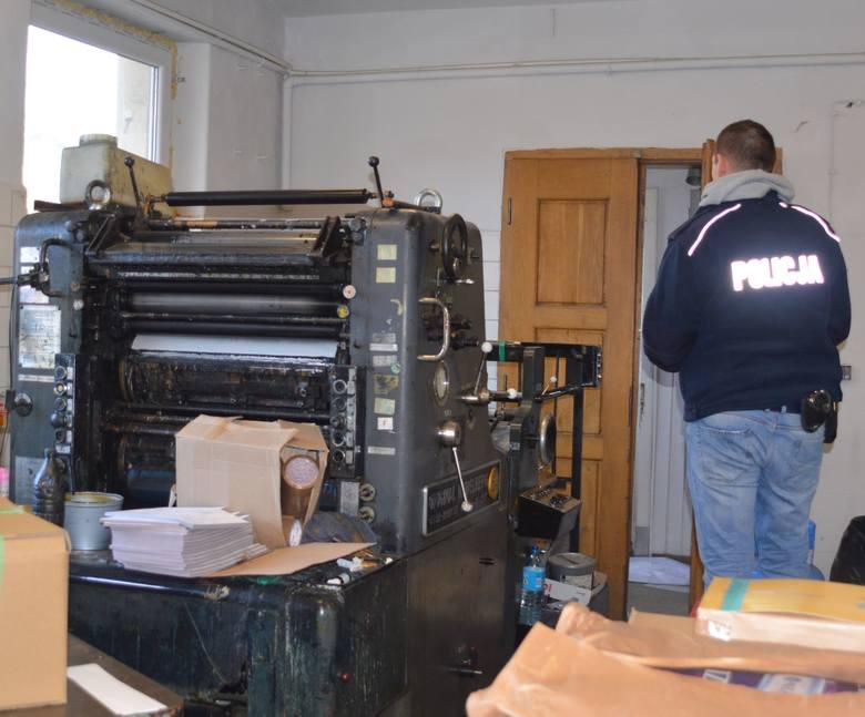 Łódzkie: Policjanci wykryli drukarnię produkującą opakowania do nielegalnych papierosów