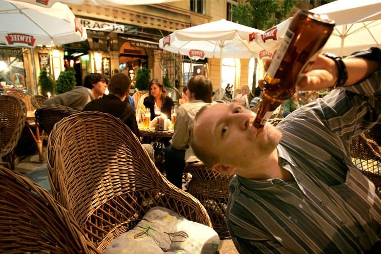 Rada Warszawy uchwaliła przepisy umożliwiające spożywanie alkoholu nad Wisłą