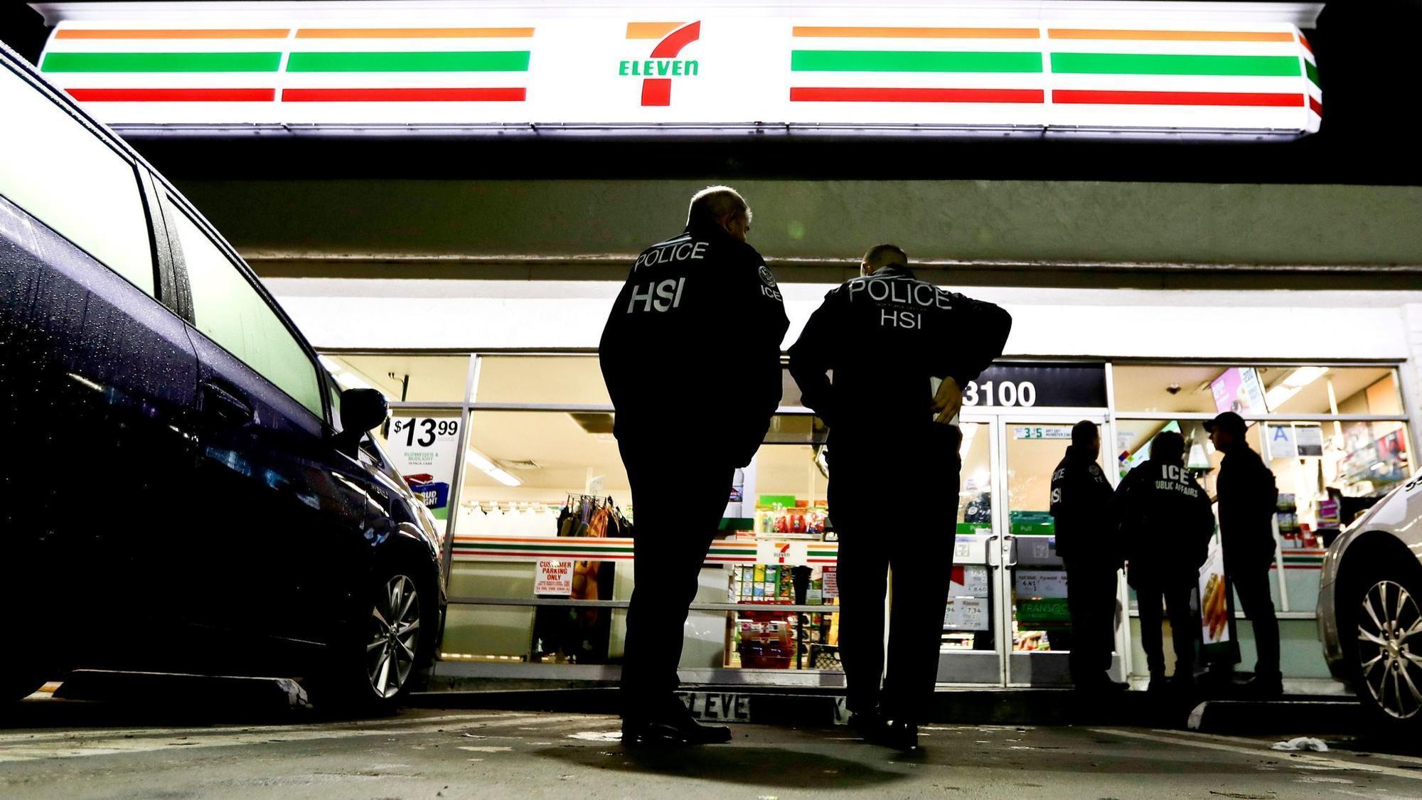 Policja imigracyjna aresztowała 21 pracowników sklepów 7-Eleven