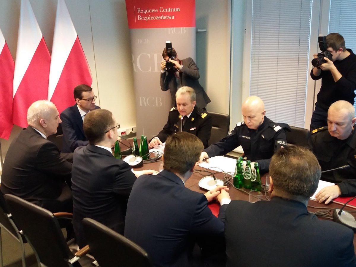 Morawiecki: Wszystkie awarie energetyczne po przejściu orkanu Fryderyka nad Polską mają zostać jeszcze dziś usunięte