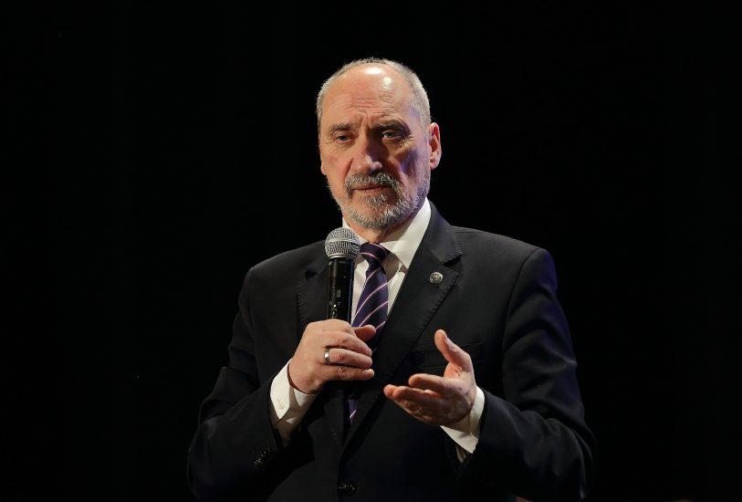 Macierewicz zapewnił, że będzie wspierał zarówno rząd, jak i nowego ministra obrony narodowej