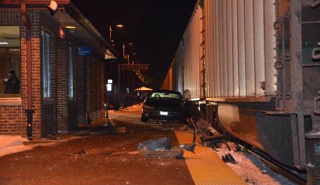 Kierowca wjechał samochodem na stację Metry