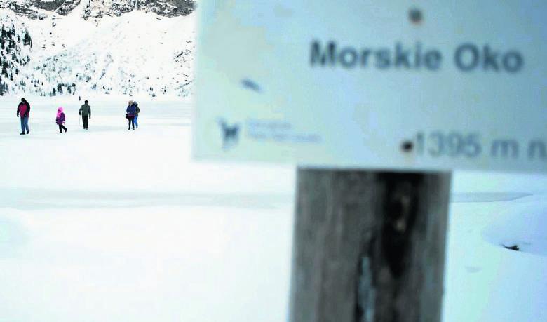 Tatry: Chcą zakazu sprzedaży i picia alkoholu nad Morskim Okiem w  święta i sylwestra