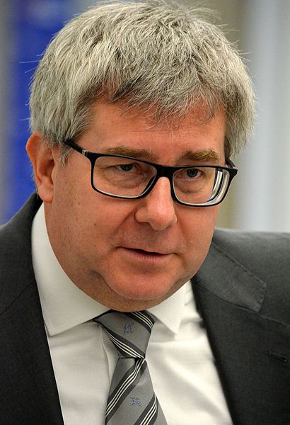 PiS liczy na umorzenie sprawy związanej z Ryszardem Czarneckim i jego wypowiedzią pod adresem Róży Thun