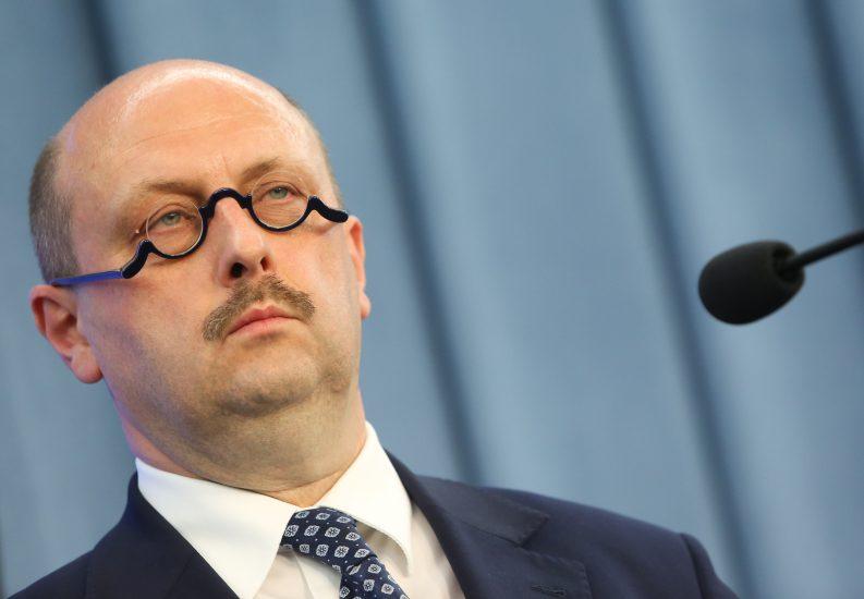Komisja Europejska odpowiada Stefanowi Hamburze na pytanie o niemiecką praworządność