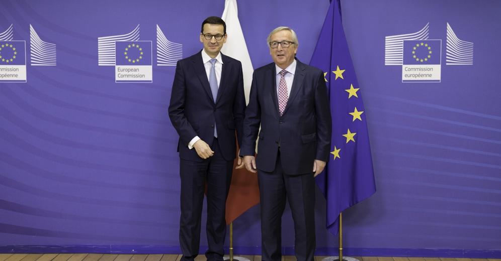 """Premier Morawiecki spotkał się z szefem Komisji Europejskiej Junckerem. """"Najlepszą formą dialogu jest rozmowa, a nie dwa monologi"""""""