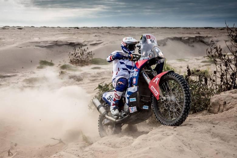 Maciej Giemza ma za sobą piąty odcinek w Rajdzie Dakar. Wydmy dały się we znaki