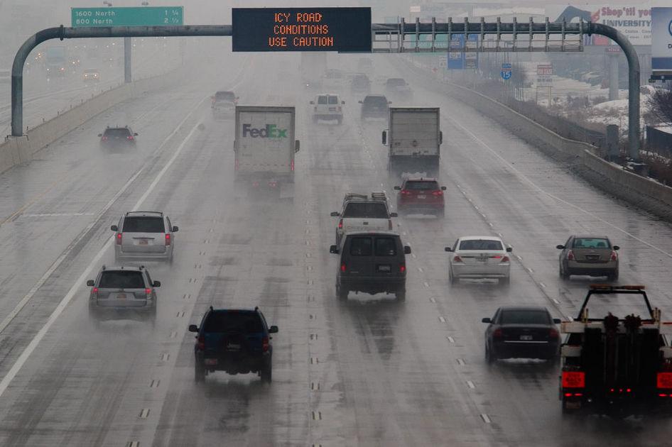 Opady marznącego deszczu ze śniegiem powodem wypadków na chicagowskich drogach