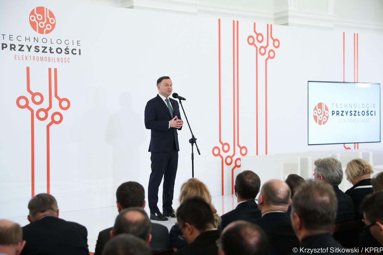 """Prezydent RP otworzył konferencję """"Technologie przyszłości. Elektromobliność"""""""