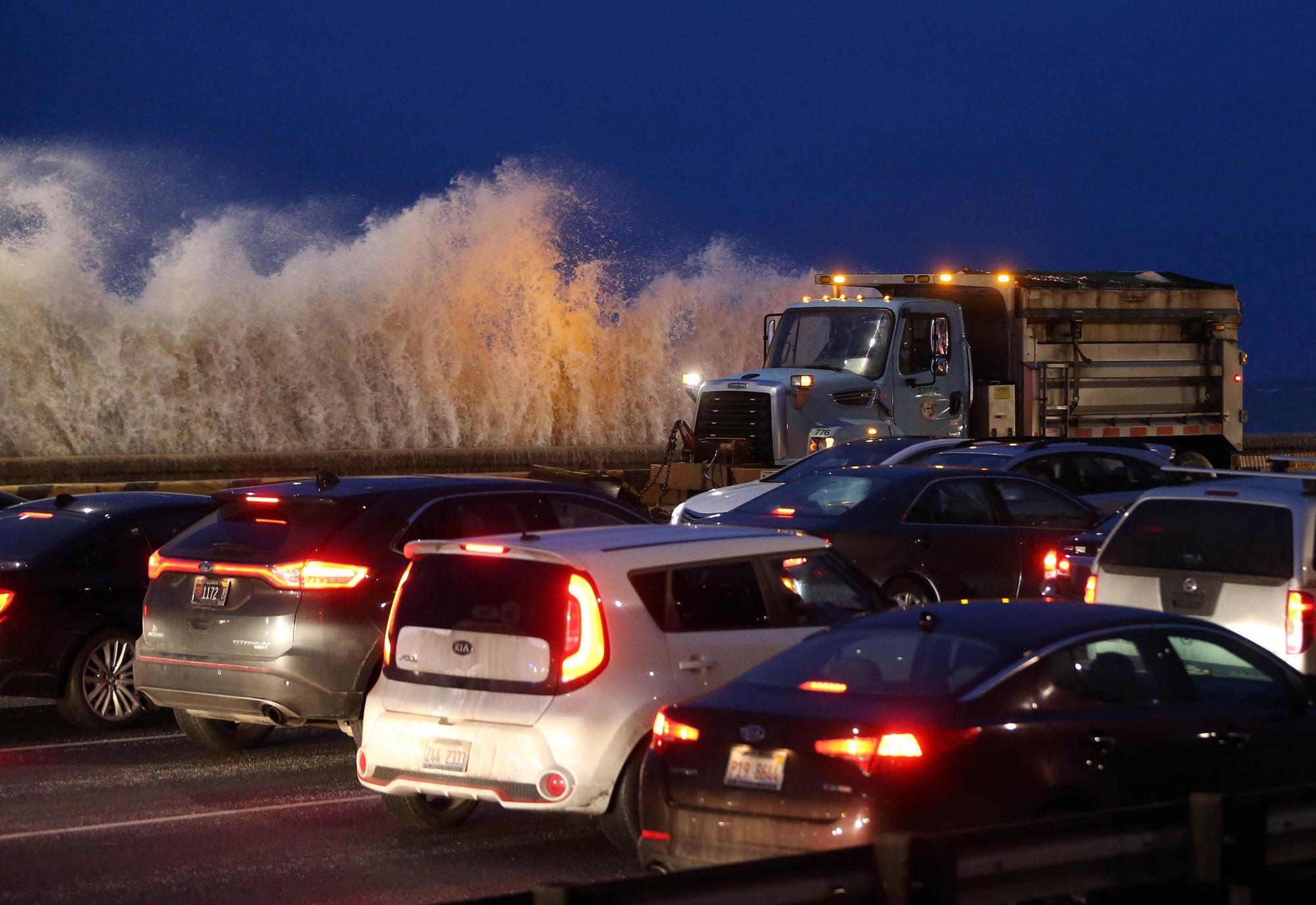 Chicago: Ostrzeżenie przed podtopieniami i opadami śniegu
