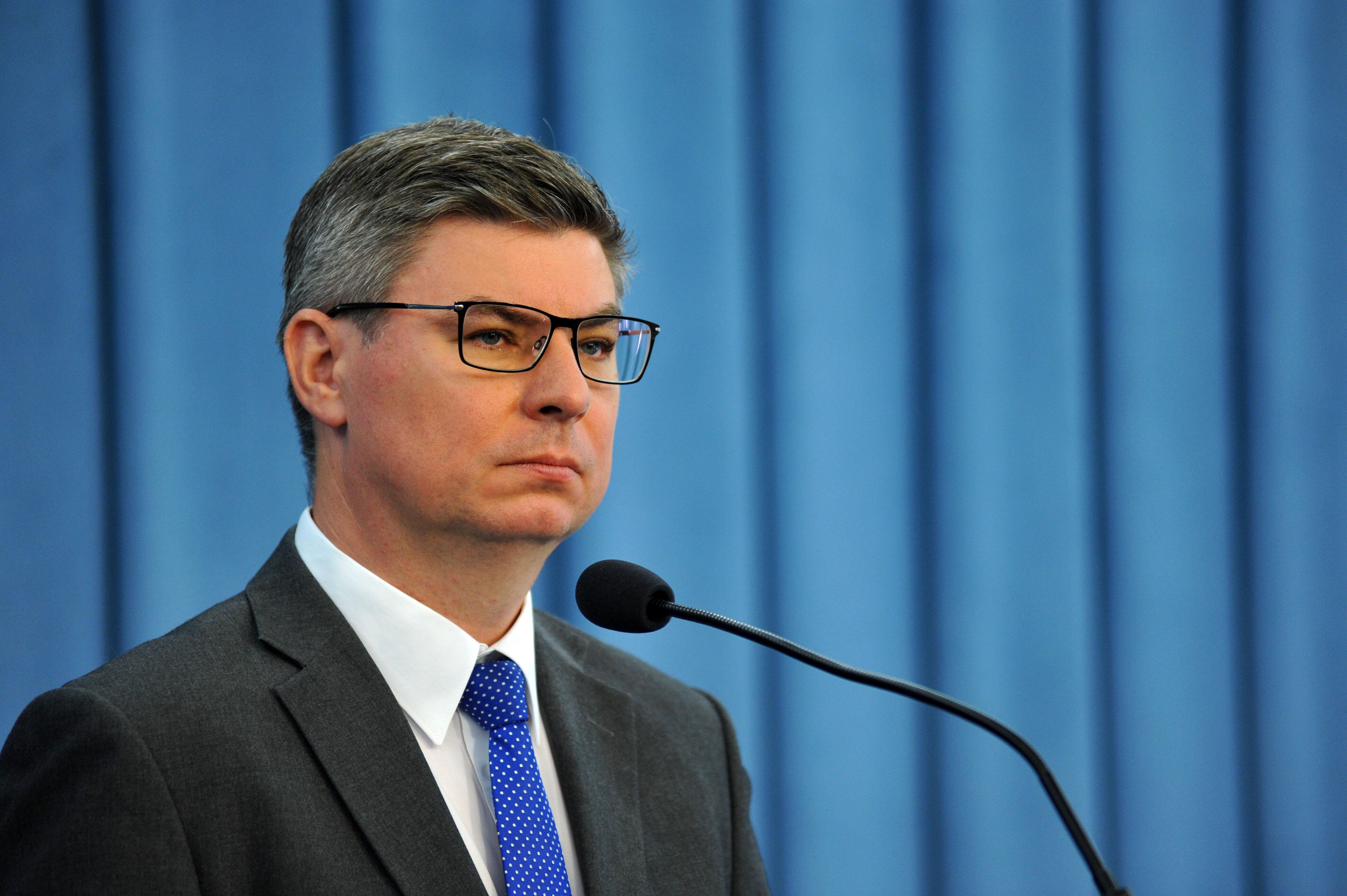 """Jan Grabiec: """"Jesteśmy coraz częściej stawiani w jednym rzędzie z Białorusią czy Rosją"""""""