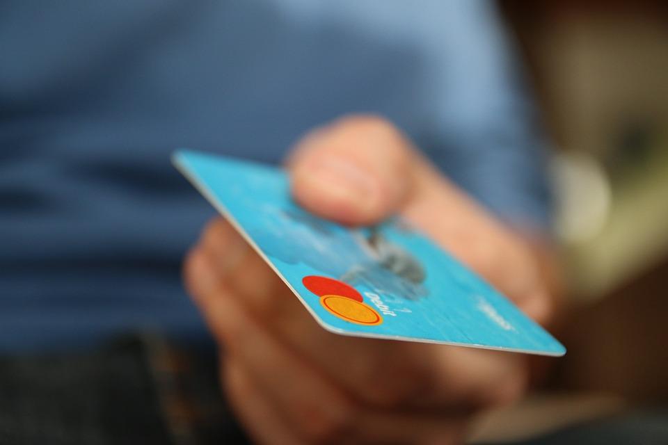 Płatności zbliżeniowe kartą: Ood 1 września duże zmiany. Wchodzi dyrektywa poprawiającą bezpieczeństwo w bankach