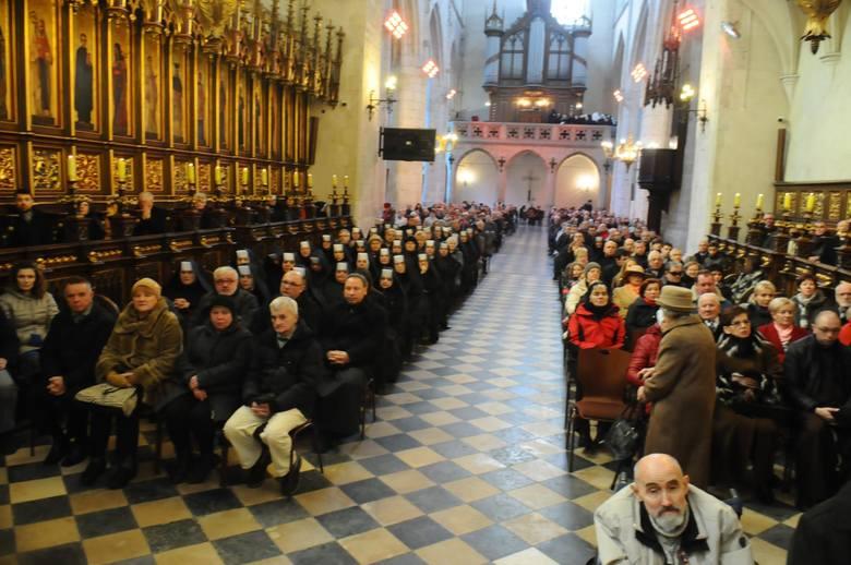 Problem Kościoła – mniej wiernych przychodzi na niedzielne msze święte