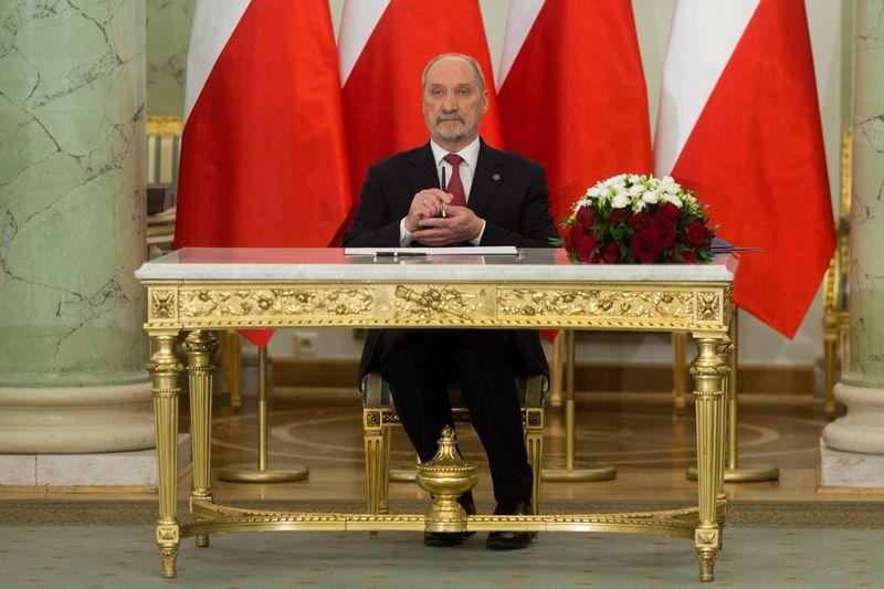 """""""SE"""": Macierewicz ambasadorem na Węgrzech?"""