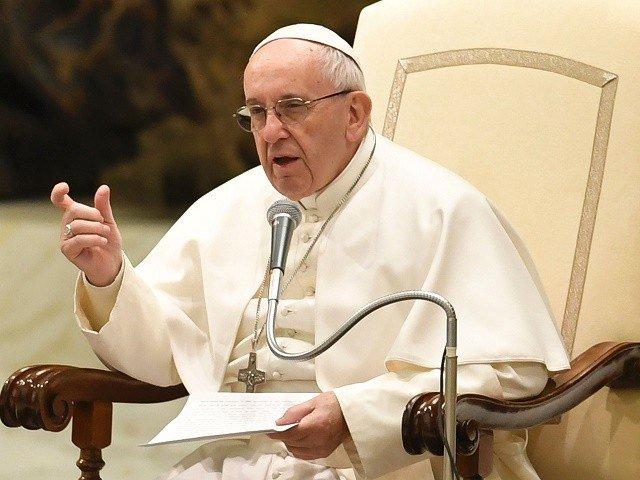 Papież: Czytajcie codziennie kilka wersetów z Biblii