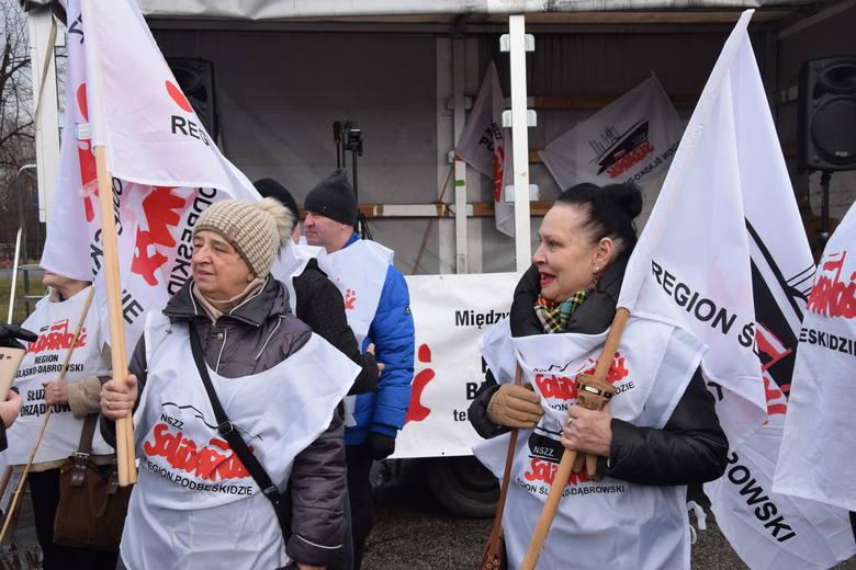 Protest przed Fiatem w Tychach: Solidarność żąda 1 tys. zł podwyżki i pracy dla zwalnianych