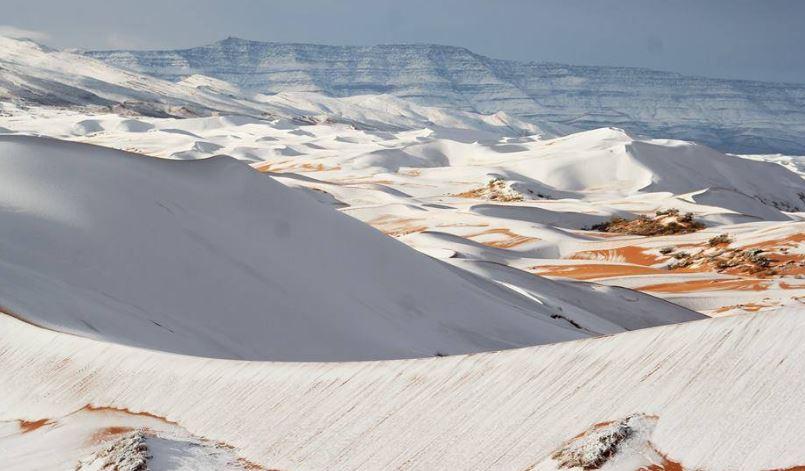 Algieria: Śnieg na Saharze. Na pustyni pojawiły się bałwany