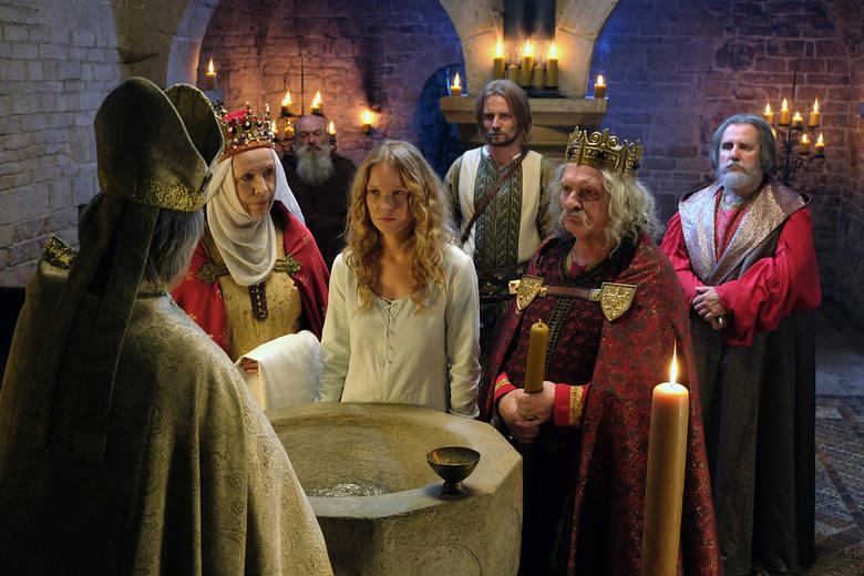 """Telenowela """"Korona królów"""" dzieli telewizyjnych widzów"""