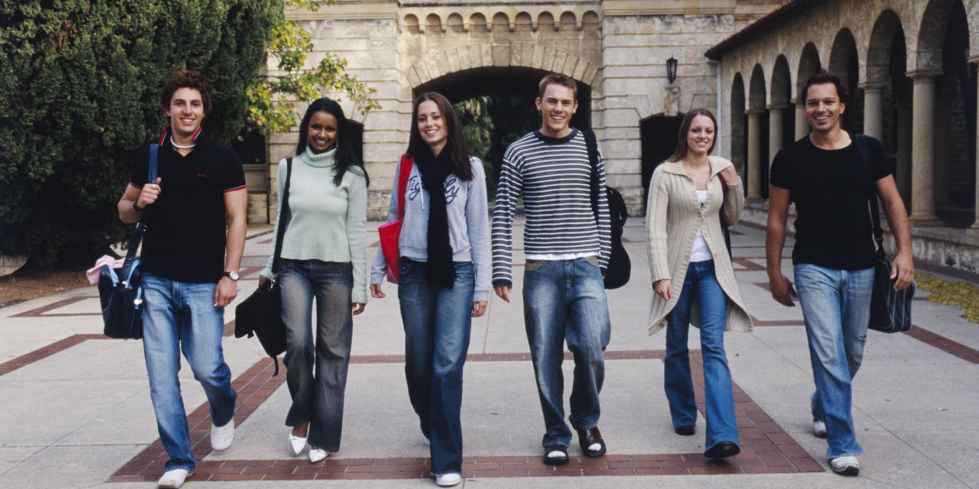 Prawie połowa licealistów z Illinois kontynuuje naukę na studiach w innych stanach