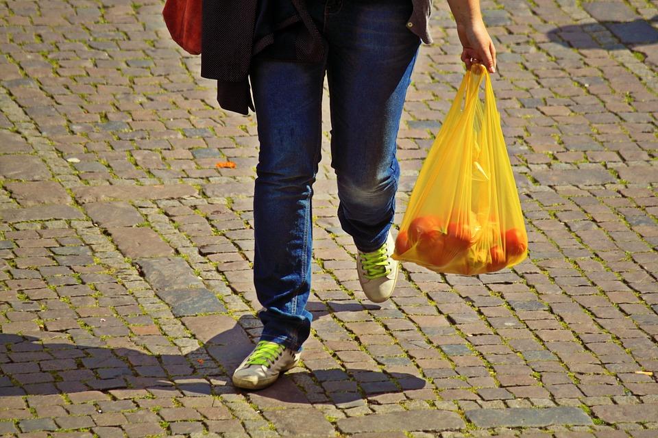 Opodatkowanie VAT sprzedaży toreb na zakupy z tworzyw sztucznych