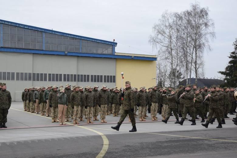 Do Kuwejtu odlatuje IV zmiana Polskiego Kontyngentu Wojskowego. W Łasku pożegnano pilotów