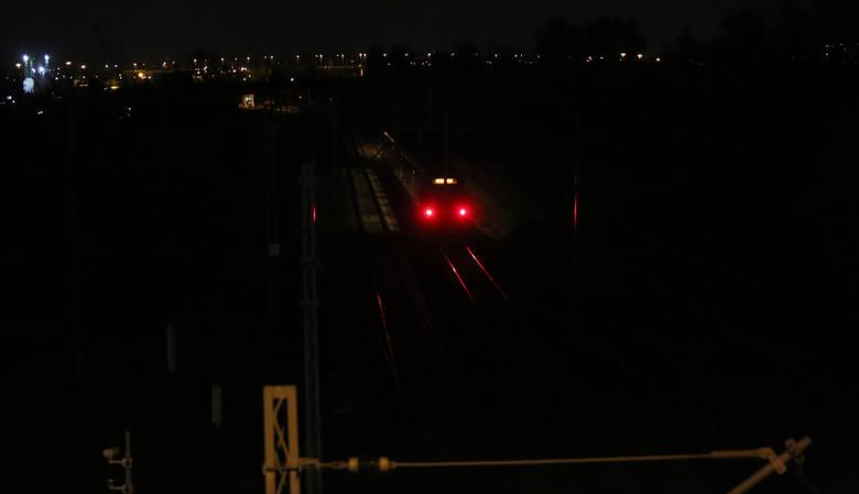 Łódzkie: Śmiertelne potrącenie przez pociąg w Łodzi. Mężczyzna zginął na torach przy Jędrzejowskiej [ZDJĘCIA]
